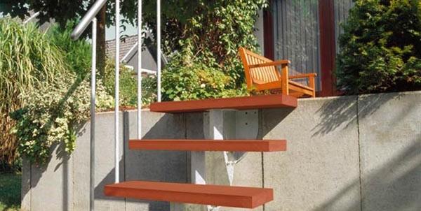Step-mit-braunen-Stufen